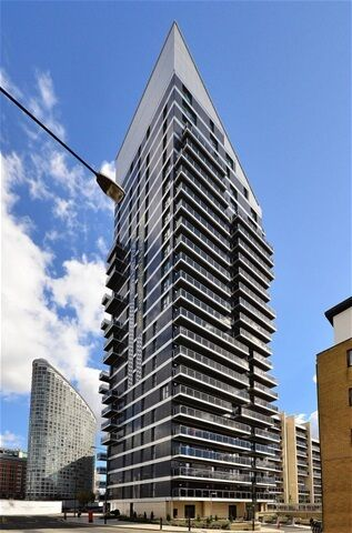 1 bedroom flat in Streamlight Tower, 9 Province Square, Canary Wharf