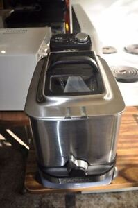 BRAND NEW DEEP FRYER (MAKE ME YOUR BEST OFFER)