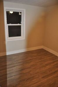 Large 2 Bedrrom---Close to uptown/waterfront----On bus route Sarnia Sarnia Area image 2