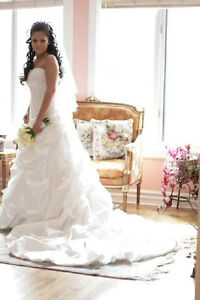 Wedding Dress - fits a size 6 to 8