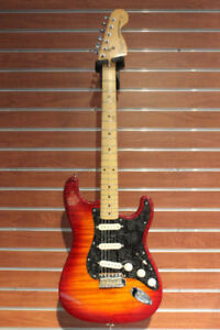 Guitare Fender Stratocaster Foto-Flame modifiée