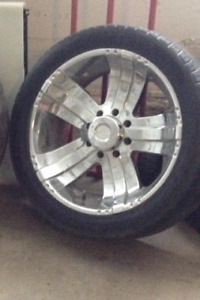 305/40/R 22s rims and tires