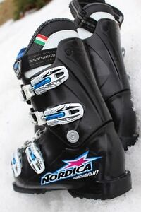 Nordica downhill ski boots girls size 22 or US 4 ½   (the follow