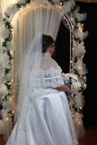 Robe de mariée grandeur 20- 22 ans avec lasset dans le dos.