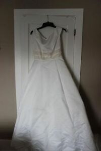 Wedding Dress-NEVER WORN. BLOW OUT PRICE ONLY $50!!!