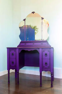"Dramatic Dressing Table ""Victoria"""