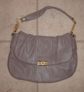 Various handbags $ 5 - $ 55 (DKNY, Armani, GUESS, no name) Kitchener / Waterloo Kitchener Area image 3
