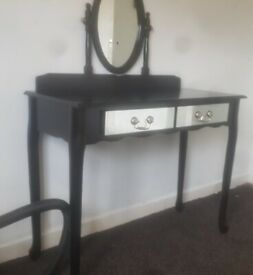 black vanity/dressing table with mirrored fronts