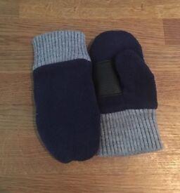 Boys GAP mittens size s/m