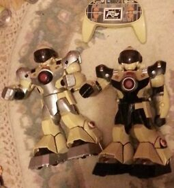 Goldlok toys Robots and 2 remotes