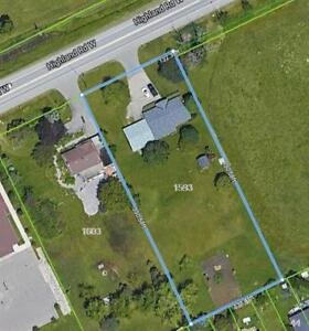 Incredible Opportunity - 1 Acre Lot / 3 Bedroom Bungalow!