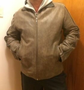 New Men's Leather Jacket made in italy.Large.514-996-9207.