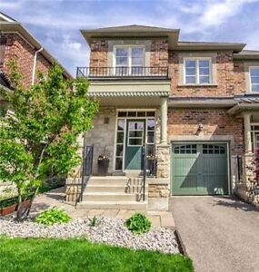 3+1 Bed / 3 Bath End Unit Townhome 1800Sqft In Summerhill Woods