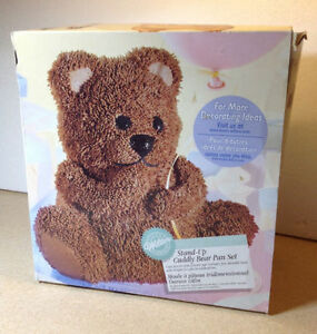 **NEW IN BOX** Wilton Stand-up Cuddly Bear Pan Set Cambridge Kitchener Area image 1