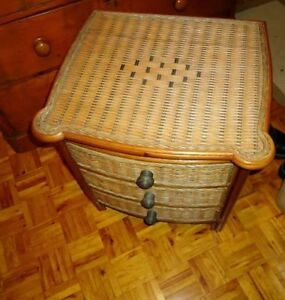 NIGHT TABLE FRENCH  PROV., PAIR VINTAGE, SHAKER, DESIGNER WICKER West Island Greater Montréal image 10