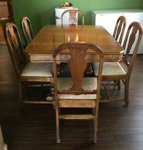 Vintage Dinning Table and Chairs