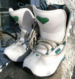 Girl's ROXY  Snowboard Boots Size 5 Track Lace Model VGC
