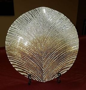 Golden leaf plate with stand