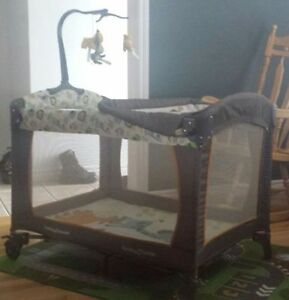 Excellent Condition Clean Baby Trend Nusary Centre / Playpen