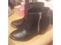 Ladies F&F Black Boots / Gold - Size 7