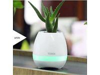 Bluetooth plant pot + light