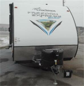 2017 FREEDOM EXPRESS 17 BLSE - TOY HAULER TRAVEL TRAILER