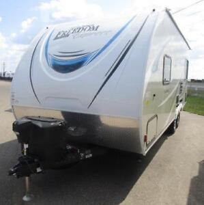 FREEDOM EXPRESS 204 RD LIGHT WEIGHT LOTS OF STORAGE