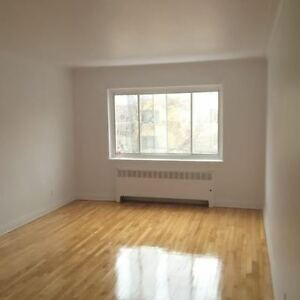 Beautiful 41/2 for Rent**Heating Included**3395 Ellendale (CDN)