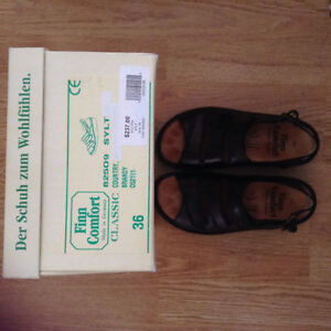 like new leather Finn Comfort sandals size 6.5