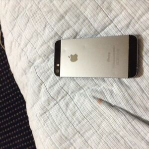 Iphone 5s Silver Unlocked Great condition 16gb