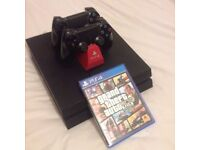 PS4 500gb + 2 controllers + 3 games
