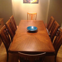 Dining Table with Leaf ad 8 chairs