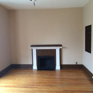 Oct. 1 South St Downtown Large 1 Bedroom Apt Heat, Hot Water In