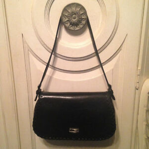 New!!! Authentic Black Guess Purse/Hand Bag
