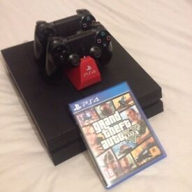 PS4 + 2 controllers + 3 games