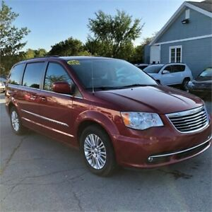 2015 Chrysler Town & Country Touring W/third row seating