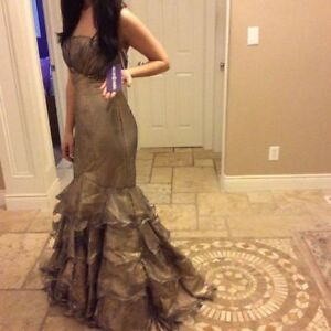 Gorgeous Gold BRAND NEW Mermaid Dress Evening Gown Size 6 Windsor Region Ontario image 1