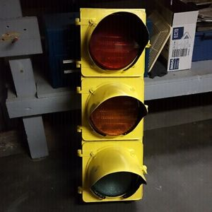 Reclaimed Refinished Traffic Light working.