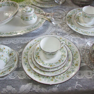ROYAL DOULTON AINSDALE BONE CHINA DINNERWARE SET 4 CUP SAUCER