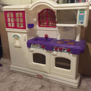 LITTLE TIKES KITCHEN WITH ACCESSORIES - GREAT CONDITION!!