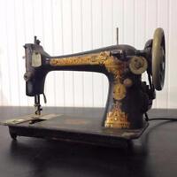 MACHINES À COUDRE usagées VINTAGE RETRO ANTIQUE Sewing Machines - Wide Assortement / marques SINGER WHITE JUKI brands