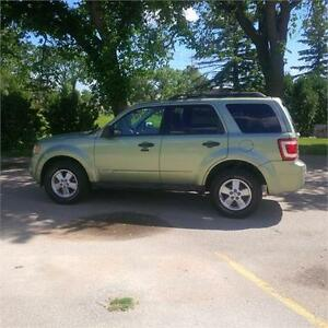 2008 FORD ESCAPE, SUNROOF AND LOTS MORE!