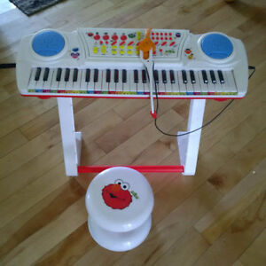 Sesame Street Learn to Play Keyboard with Microphone and Stool