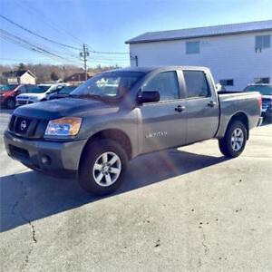 2014 Nissan Titan S with power everything/ 4x4/ 5.6L V8 engine