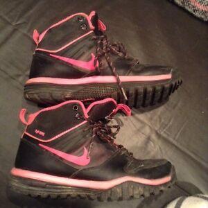 Girls Nike boots London Ontario image 1