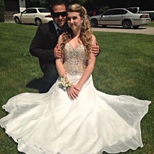 White prom/wedding dress!!❤️ Gatineau Ottawa / Gatineau Area image 1