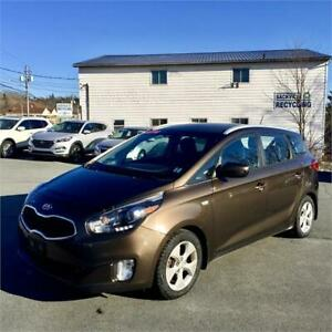 2014 Kia Rondo LX w/3rd Row/backup sensors/heated seats
