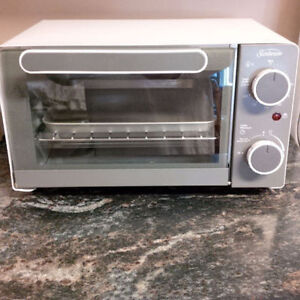 Sunbeam Toaster Oven - actually really like NEW