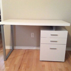 White desk - contemporary