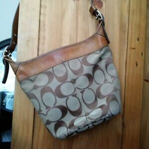 AUTH USED COACH HANDBAG